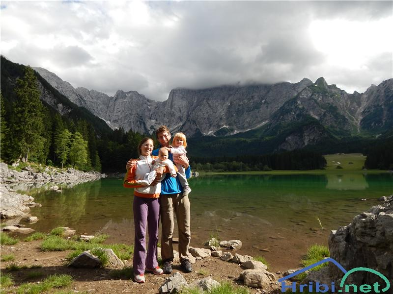 Pri Zgornjem Mangartskem jezeru