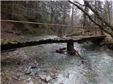 Slap PeračicaPoškodovan most, na delu, kjer most visi, kar precej drsi