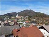 Polhograjska GrmadaPolhov Gradec, zadaj Gora (Sveti Lovrenc)