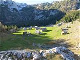 Ogradiidilična planina V Lazu (kot piše na tabli na eni od hišk: najbolj avtentično ohranjeno pastirsko naselje v Julijskih Alpah)