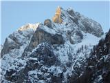 Matkova kopaKrnička gora 2061, levo v soncu Mrzla gora.