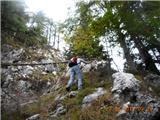 Ojstri vrh 1371mpo strmih travah na greben, ki postaje vedno bolj skalnat