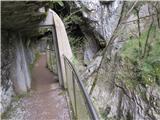 Škocjanske jameskozi vrata proti Mahorčičevi jami