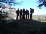 Ojstri vrh 1371mŠe zadnji razgled predno se spustimo do izhodišča