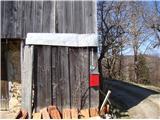Greben = Škrabarjev vrh - Reška planina - Gradišče Žig Gradišče. Kuža pri domačiji ni hud