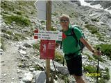 FERRATA SOSAT-Dolomiti di Brentapo markaciji še 3 ure do koče