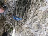 Via Ferrata Torre di Toblin, najtežji del: preskok iz desne stene na levo (avgust 2014)