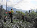 Ojstri vrh 1371mIz strmega gozda prilezemo na greben
