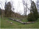 Nekaj deest metrov preko travnika in dosežemo pomembno točko iz antičnega časa Celja