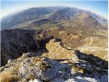 Pogled nazaj proti prehojenem grebenu na poti S. Korena