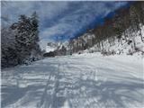 Ljubelj - Koča VrtačaSpodaj je bil sneg precej moker