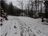 Prelaz Ljubelj (koča)Malo pred kapelico se prične sneg
