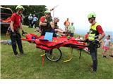 Lisca planinskih doživetij za 2500 ljubiteljev goraGorski reševalci v akciji, tokrat na srečo le za prikaz (foto Ljubo Motore).