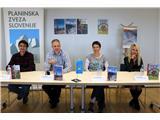 Po Slovenski planinski poti in v Pravljičarijo...Knjižne novosti Planinske založbe so predstavili Jože Drab, Gorazd Gorišek, Mojca Stritar Kučuk in Kristina Menih (foto Manca Čujež).