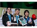 Garnbretova serijska svetovna prvakinjaKramplova in Garnbretova bok ob boku na SP v Hačiodžiju, tretja je bila Japonka Ai Mori (foto Manca Ogrin).