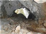 Ojstri vrh 1371mtunel v grebenu s Smrekovca, ki vodi v prepad