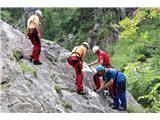 Večji obisk gora, več dela za markaciste...Nadelava zelo zahtevne planinske poti (foto Manca Čujež).