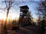 Debenji vrhrazgledni stolp na vrhu