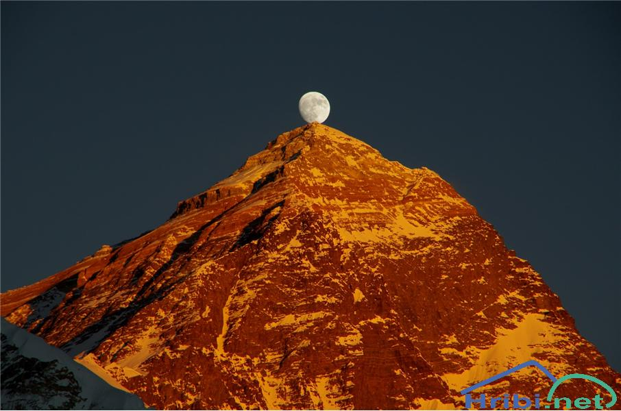 Poljub lune Everestu - Picture Poljub lune Everestu