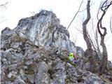 Žamboh (738 m)... ki nas pripelje pod velikega skalnega mogotca