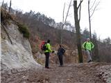 Žamboh (738 m)gozdna cesta nato zavije navzdol proti potoku Blejak in proti dolini reke Save