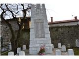 Gorska obeležja NOBTo so pa pomniki v vasici Sela na Krasu.