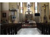 Znamenja (križi in kapelice) na planinskih potehČe so cerkve le odprte si ogledam tudi notranjost cerkve -glavni oltar.