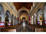 Znamenja (križi in kapelice) na planinskih potehNotranjost bazilike je prelepa.