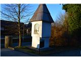 Znamenja (križi in kapelice) na planinskih potehNa parkirišču v Radljah ob Dravi.