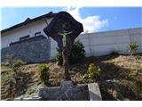 Znamenja (križi in kapelice) na planinskih potehKriž v vasi Planina.