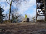 Debenji vrh2019.03.28.11 pohodnik na vrhu