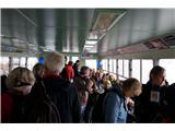 SU E ZO - gori doli po mostovih BenetkV kabini je prostora za približno 50 potnikov, zunaj še za okoli 20