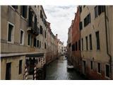 SU E ZO - gori doli po mostovih BenetkKanali so prometne žile Benetk in hkrati njihov zaščitni znak