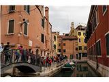 SU E ZO - gori doli po mostovih BenetkČe si bil v družbi, je bilo potrebno kar paziti kje je kdo