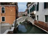SU E ZO - gori doli po mostovih BenetkTudi ta je privat