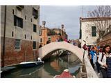 SU E ZO - gori doli po mostovih BenetkSpet gori doli. Čez mostove se je nabralo okoli 100 višincev