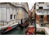 SU E ZO - gori doli po mostovih BenetkGondole, nepogrešljiv del Benetk