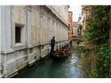 SU E ZO - gori doli po mostovih BenetkJaponci imajo za najbolj zaželjeno poročno destinacijo ravno Benetke in z njo povezano romantiko