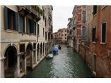 SU E ZO - gori doli po mostovih BenetkŠe eden od mirnih delov, daleč od turističnega vrveža