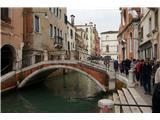 SU E ZO - gori doli po mostovih BenetkMostov že dolgo nisem več štel. Verjamem organizatorjem, da smo jih prehodili 55
