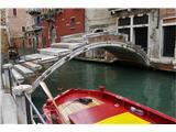 SU E ZO - gori doli po mostovih BenetkMostič, nič kaj ugleden, a služi svojem namenu