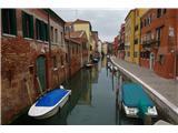 SU E ZO - gori doli po mostovih BenetkOžji kanalli so v povprečju globoki okoli 2 m, širši bistveno več