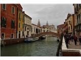 SU E ZO - gori doli po mostovih BenetkNadaljujemo svojo pot