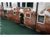 SU E ZO - gori doli po mostovih BenetkMnogo, mnogo takih prizorov je videti na tej poti