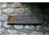 Visoki KaninŠe oznaka  za planino na dobrih 1400 metrih