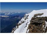 Mont Blanc / Monte BiancoStara koča, ki ni več v uporabi. Stoji na robu prepada in ni možnosti prenočevanja v njej