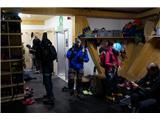 Mont Blanc / Monte BiancoTakole se on dveh ponoči gorniki pripravljajo za vzpon na goro