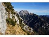 Monte PisimoniDel poti se z grebena spusti na pobočja. Tu je steza zaradi zimskih plazov slabša