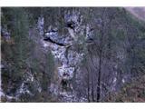 Monte PisimoniNeverjetni prehodi vodijo skozi grape in navpične skalne gmote