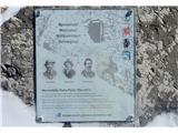 Marmolada pozimiSpominska plošča prvim pristopnikom, kakih 100 let po prvem vzponu na Triglav.